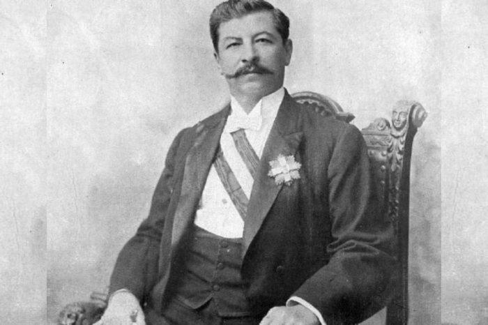 Dictadores a su mandar Gómez