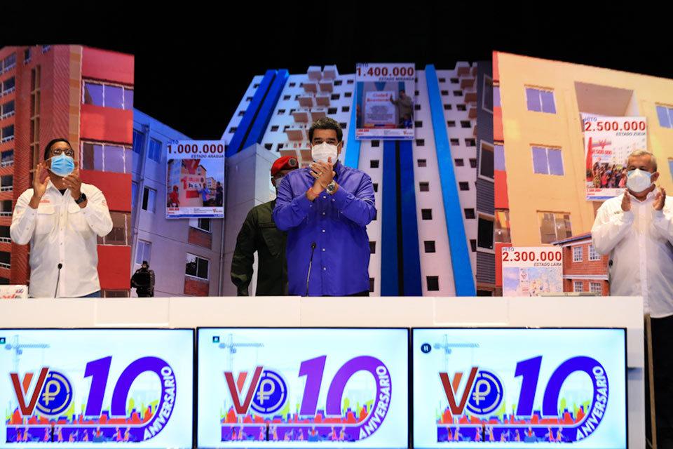 Maduro celebra cifras cuestionables sobre viviendas