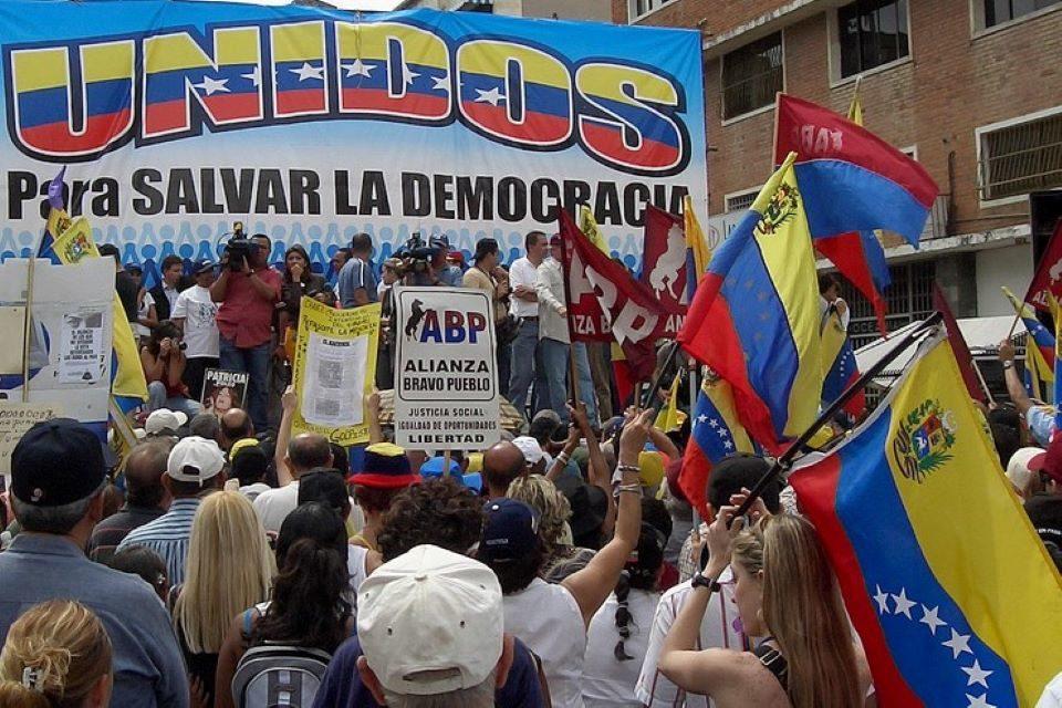 sobre la unidad de las fuerzas democráticas