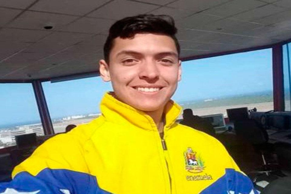 Guillermo González.