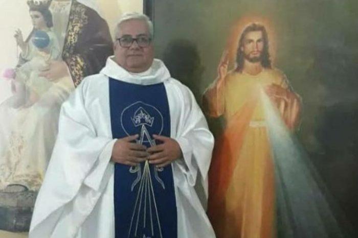 Coro-padre Alberto Medina covid-19