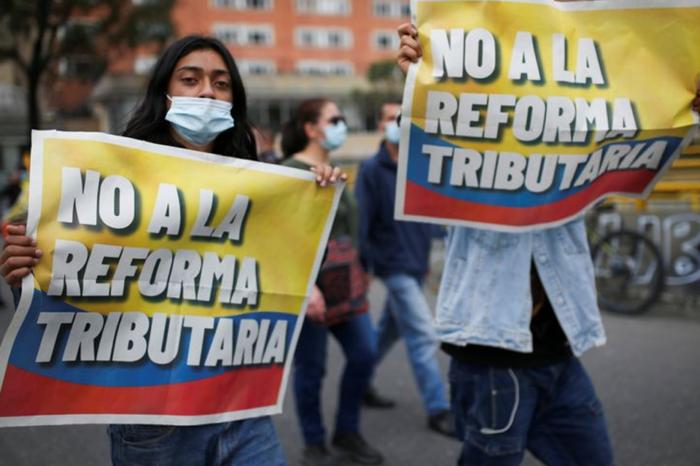 ¿Qué hay detrás de la reforma tributaria por la que protestan en Colombia?