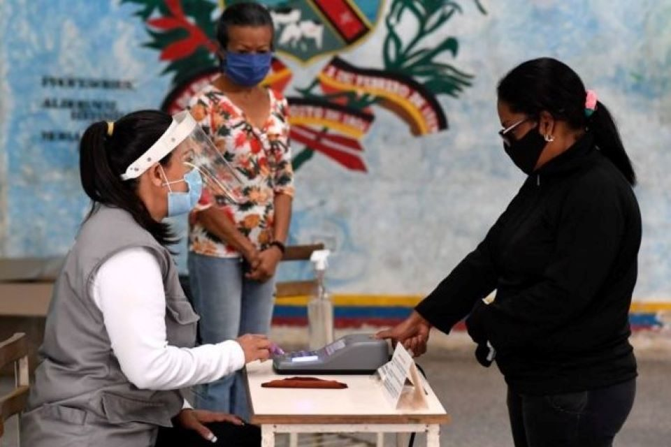 """Elecciones, CNE, """"pan y circo"""""""