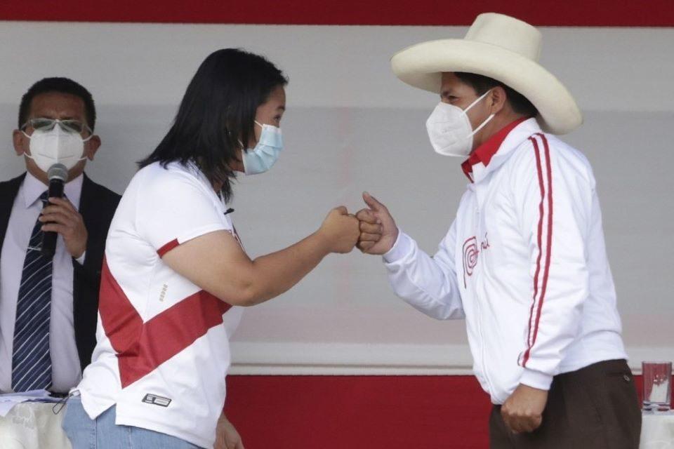 """Credibilidad de entes electorales en Perú en la cuerda floja por """"fraude"""""""