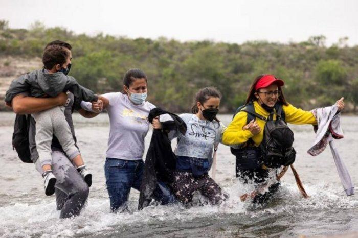 Venezolanos cruzando a EEUU