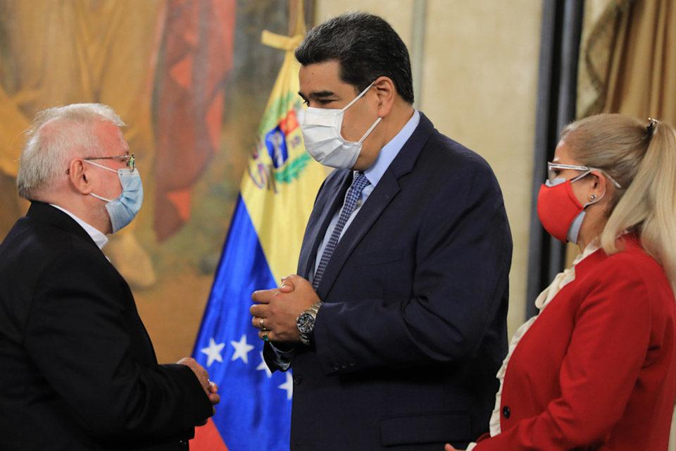 Maduro afirma que podría recibir a Pietro Parolin en 2022