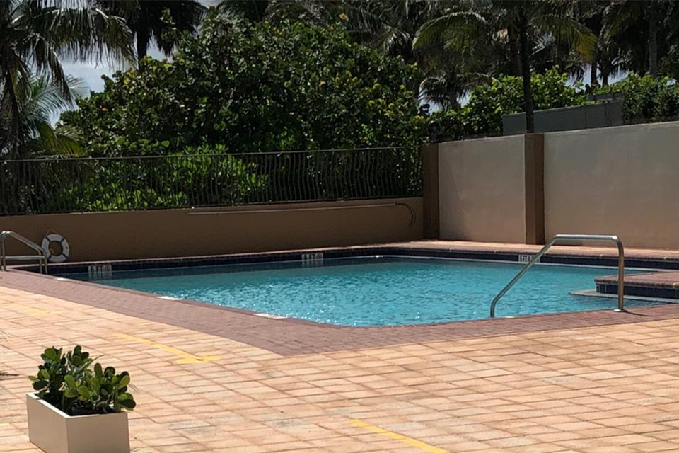 piscina edificio Miami