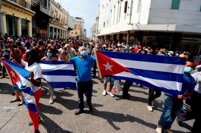 Protestas en Cuba apuntan al corazón del sistema y tendrán efecto sobre Venezuela