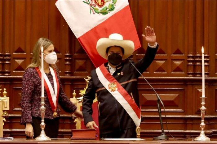 Bicentenario del Perú: el país en permanente prueba de estrés