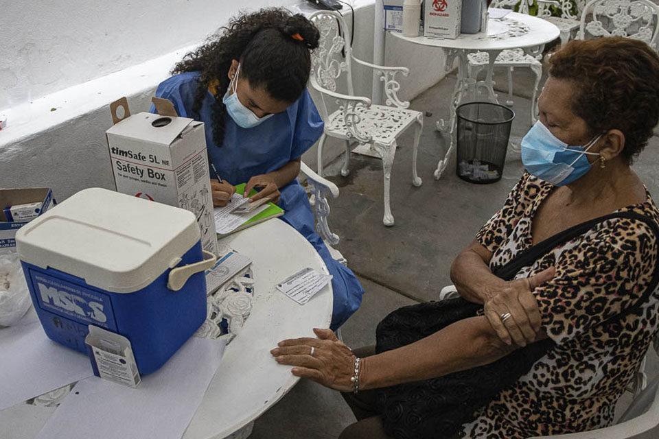 VacunómetroVen: sin nuevas dosis anti covid-19 será difícil acelerar el ritmo de vacunación