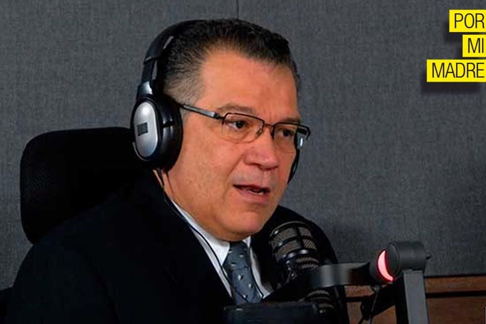 Préndanle la radio a Enrique Márquez