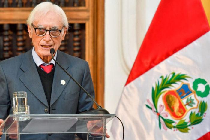 Canciller de Perú, Héctor Béjar, renunció al cargo