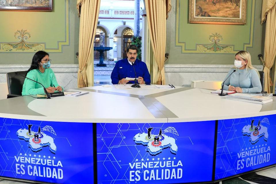 Nicolás Maduro propone otorgar créditos en dólares con petros