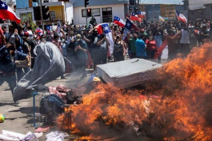 Quemas pertenencias a inmigrantes venezolanos en Chile