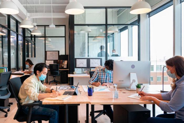 ¿Trabajar desde casa o desde la oficina? Mejor ambas