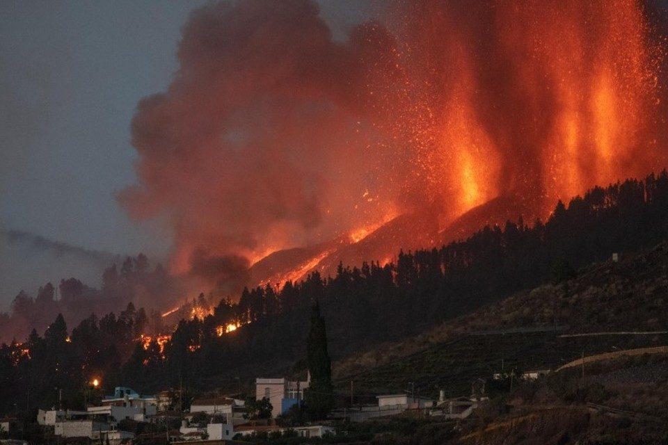 erupcion-de-volcan-en-canarias-