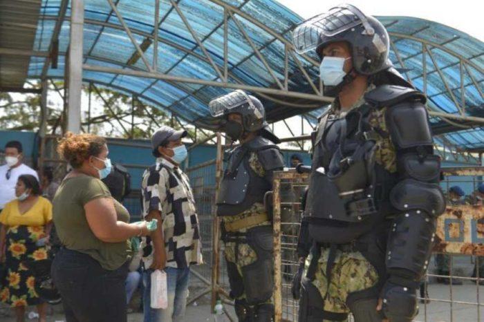 Policía y militares toman cárcel de Guayaquil tras masacre de 118 reos