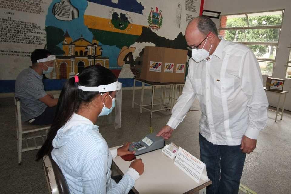 El voto entubado simplifica la elección a costa de la pluralidad democrática