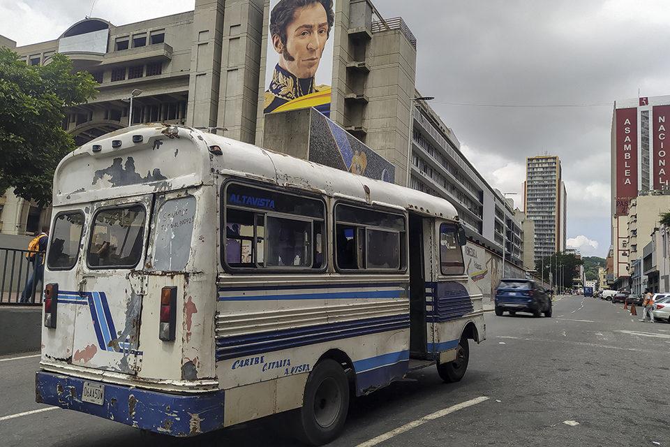 Transportistas optan por endeudarse para mantener las unidades rodando