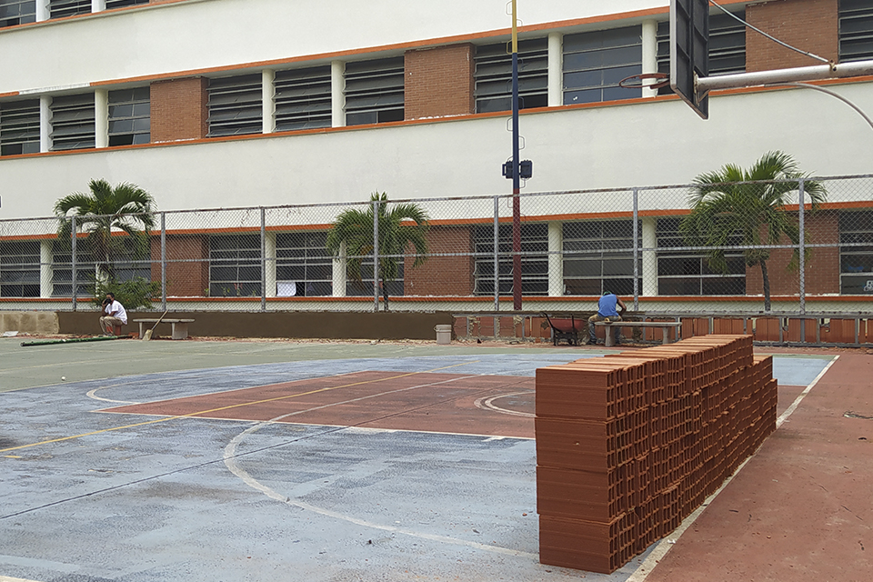 Pocos estudiantes y planteles en remodelación marcaron el regreso a clases presenciales